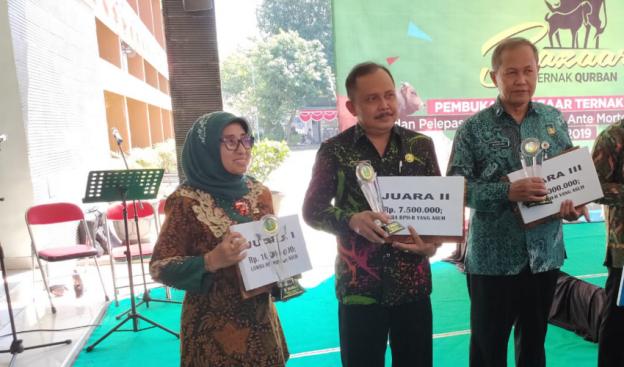 Pemkab Blitar Terima Dua Penghargaan dalam Lomba Peternakan Tingkat Provinsi