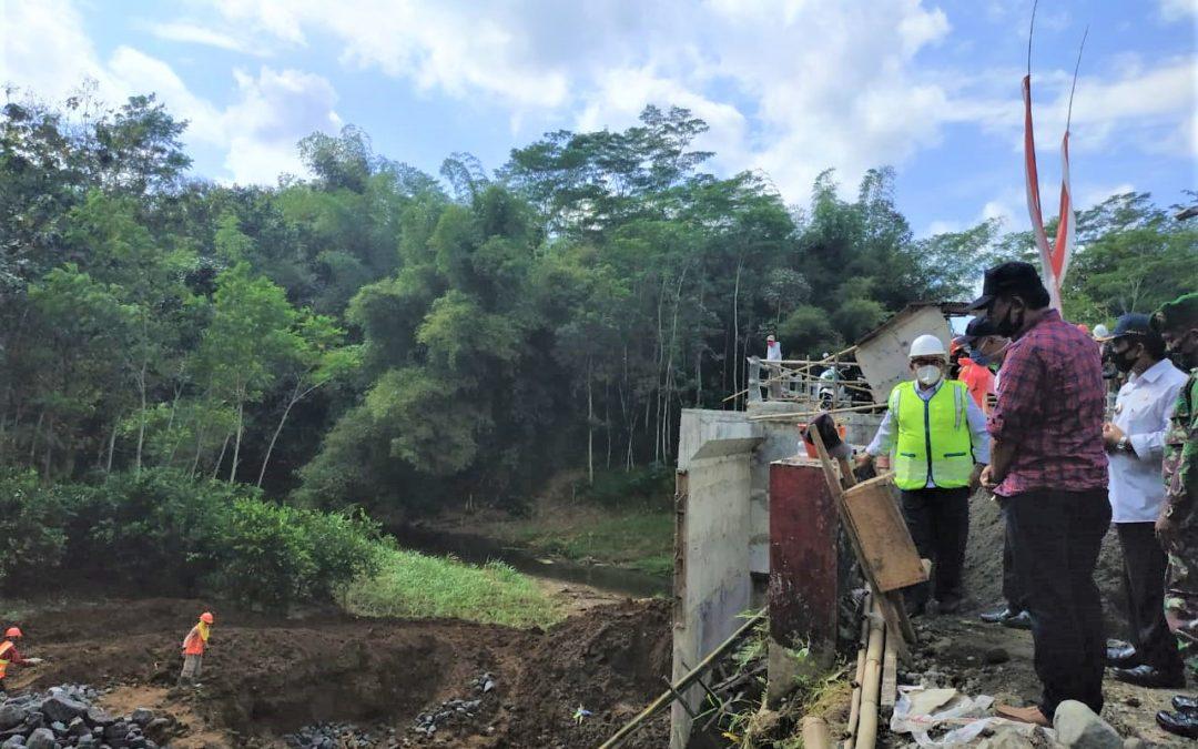 Bupati Rijanto Tinjau Pembangunan Dua Jembatan di Kecamatan Binangun