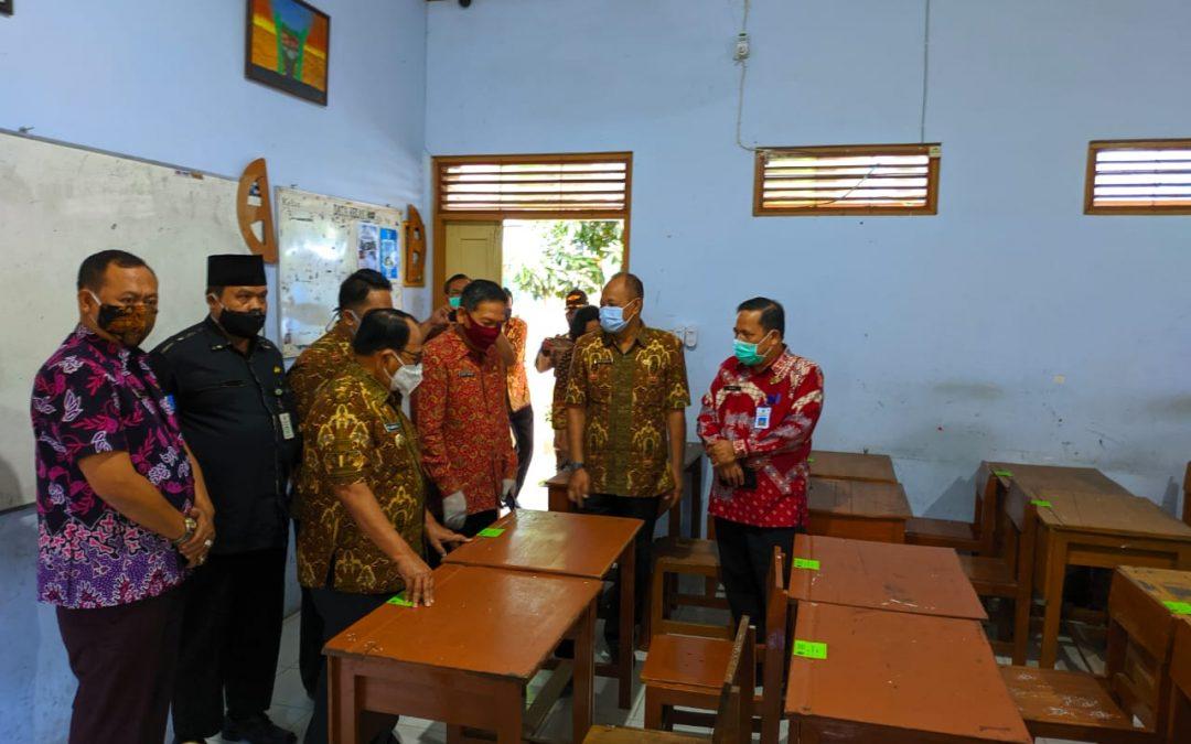Bupati Blitar Tinjau Kesiapan Sekolah dalam Belajar Tatap Muka