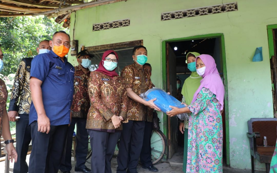 Bupati dan Wakil Bupati Blitar Salurkan Bantuan untuk Korban Angin Kencang di Sanankulon